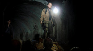 the walking dead season 4 - glenn and tara in tunnel
