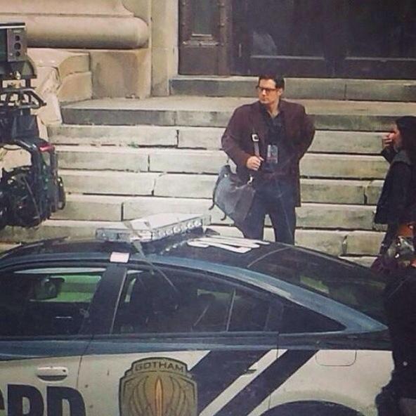 batman v superman - clark kent outside gotham city jail
