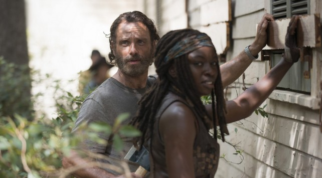 the walking dead, season 5, episode 7 - rick and michonne fortify church
