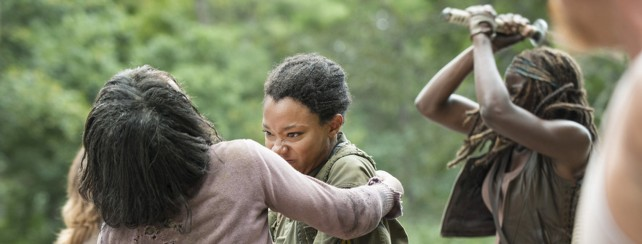 the walking dead - season 5 - them - sasha and michonne fighting zombies