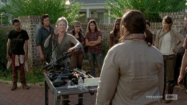 the walking dead - carol turns over her weapons
