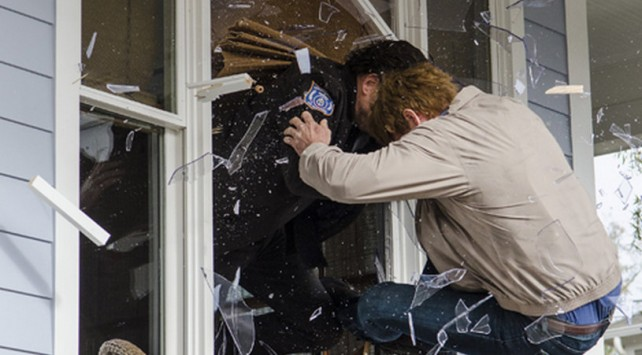 the walking dead season 5 - rick and pete crash out a window