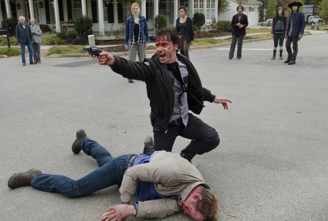 the walking dead season 5 - rick and pete on street
