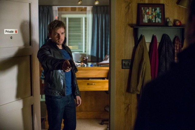 bates motel - unbreak-able - dylan holds intruders at gunpoint