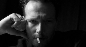 scott weiland_bw_smoking